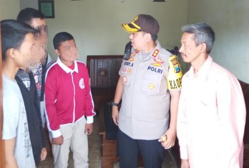 Kapolres Malang Kota, AKBP Dony Alexander SIK, MH saat menyambangi par korban untuk melakukanntrauma healing (Anggara Sudiongko/MalangTIMES)