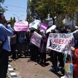 BPJS Tak Terbayarkan,Puluhan Karyawan Geruduk Kantor PT Eksekutif
