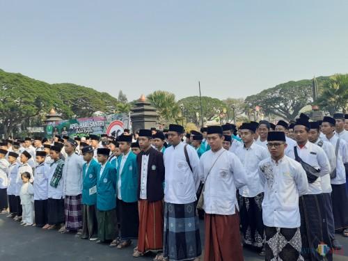 Suasana upacara peringatan Hari Santri Nasional 2019 di halaman Balaikota Malang, Selasa (22/10) (Arifina Cahyanti Firdausi/MalangTIMES)