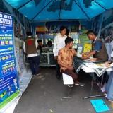 Para Santri Ikut Beri Layanan Kesehatan, Stand Dinkes Diserbu Warga di Bazar Wisata Halal Kota Malang