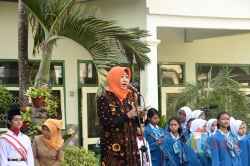 Wakil Wali Kota Kediri Lilik Muhibbah saat memberikan sambutan dalam pengukuhan Satgas P4GN. (eko Arif s /JatimTimes)