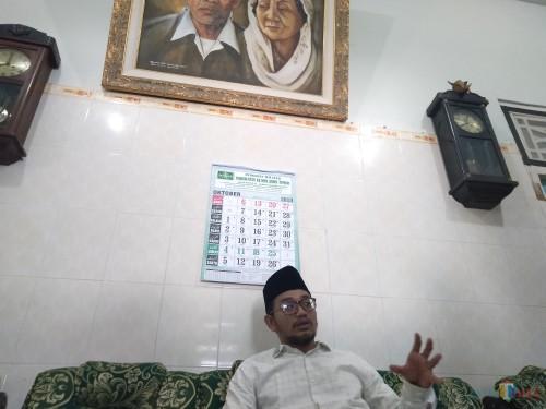 Pengasuh Ponpes Mambaul Ma'arif Denanyar Jombang KH Abdussalam shohib (Gus Salam) saat diwawancarai di kediamannya. (Foto : Adi Rosul / JombangTIMES)