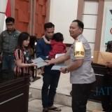 Kapolres Berikan Santunan untuk Pengungsi Wamena