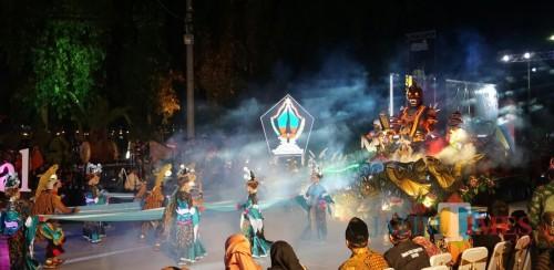 Kisah rambut monte dipentaskan Tim Kesenian Kab Blitar di Jatim Specta Night Carnival 2019