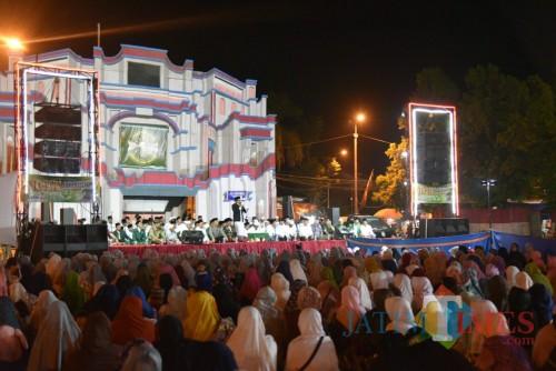 Peringatan Hari Santri Nasional yang digelar di Alun-Alun Rambipuji Jember (foto : Izza : Jatim TIMES)