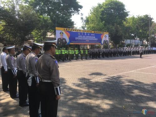 Ratusan petugas gabungan saat melaksanakan apel gelar pasukan Operasi Zebra Semeru 2019. (Foto : Ashaq Lupito / MalangTIMES)