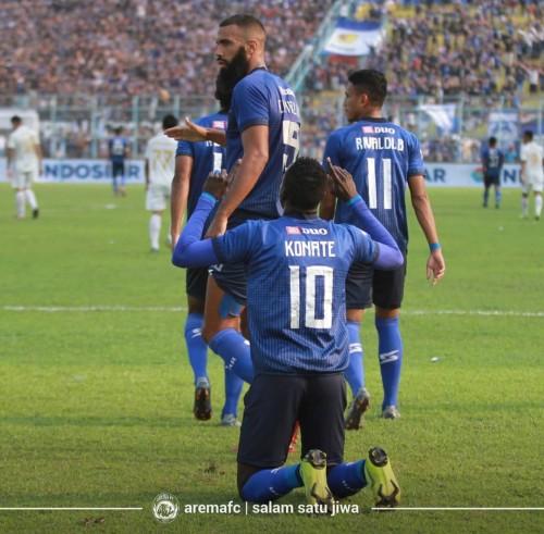 Playmaker Arema FC Makan Konate (10) saat merayakan gol. (official Arema FC)