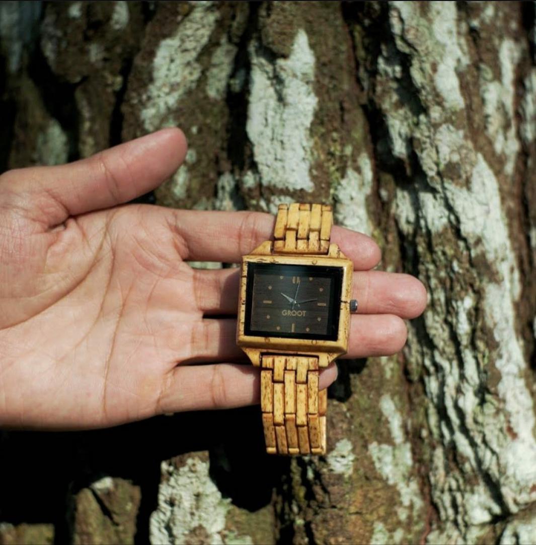 Produk jam tangan berbahan tulang hewan. (Foto: Instagram @grootwatch)