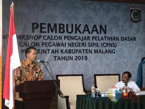 Sekda Kabupaten Malang Didik Budi Muljono saat memberikan sambutan dalam acara mini workshop calon pengajar pelatihan dasar CPNS. (Nana)