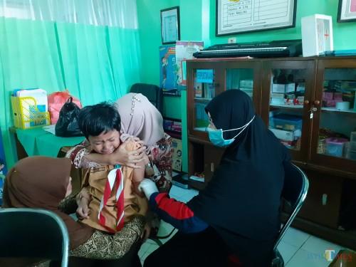 Imunisasi BIAS yang dilakukan petugas kesehatan Dinkes Kota Malang di salah satu sekolah di Kota Malang beberapa waktu lalu (Arifina Cahyanti Firdausi/MalangTIMES)