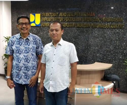 Kepala DPKPCK Kabupaten Malang Wahyu Hidayat (kiri) menyatakan akan mengajukan kenaikan anggaran untuk program bedah rumah 2020. (DPKPCK for MalangTimes)