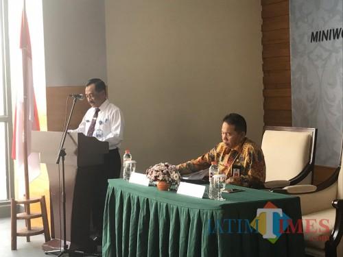 Sekda Kabupaten Malang Didik Budi Muljono (kanan) menyampaikan NPHD Pilkada direncanakan ditandatangani Pemkab Malang dengan Bawaslu, Senin (28/10/2019) depan (Nana)