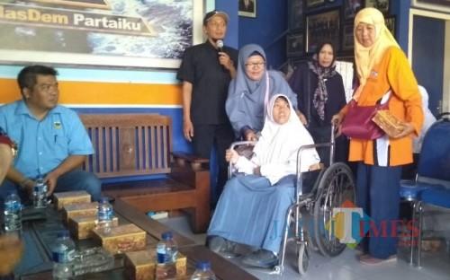 Bantuan kursi roda dari Fraksi Nasdem