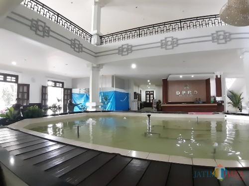 Suasana proses revitalisasi di gedung DPRD Kota Malang. (Arifina Cahyanti Firdausi/MalangTIMES)