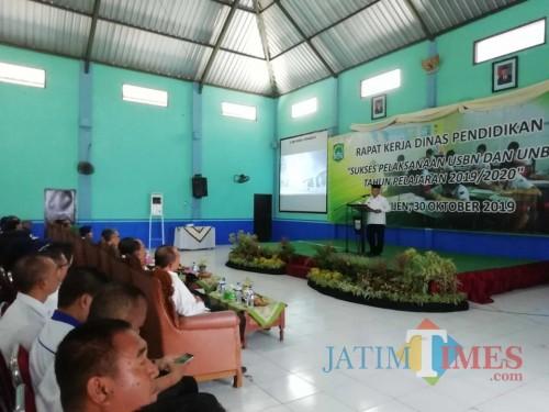 Bupati Malang HM Sanusi saat menghadiri agenda Rakor persiapan USBN dan UNBK di SMPN 3 Kepanjen (Foto : Ashaq Lupito / MalangTIMES)