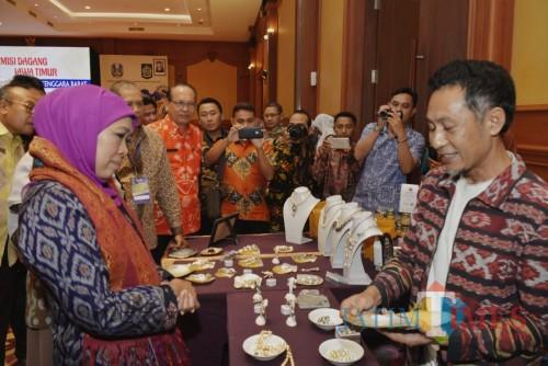 Gubernur Jawa Timur Khofifah Indar Parawansa memimpin misi dagang Jawa Timur ke Provinsi NTB di Hotel Lombok Raya.
