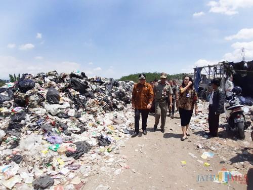 Diprotes karena Bau, Dilarang Buang Sampah ke Eks TPA Lowokdoro