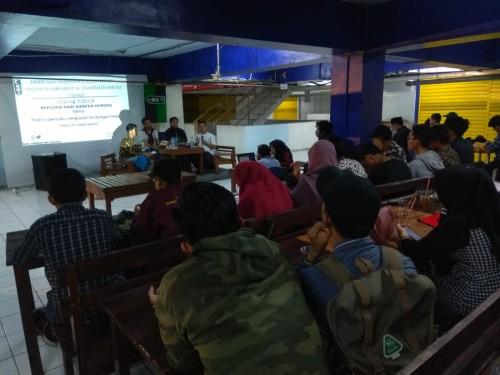 Suasana diskusi Peran Pemuda Menjawab Tantangan Kasus HAM di Indonesia. (Hendika Panorama Photography Unisma for Malangtimes.com).