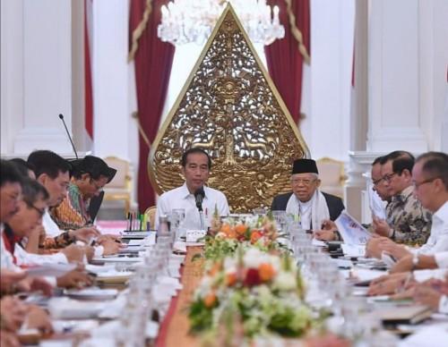 Tangkapan layar rapat Jokowi dan jajarannya (@jokowi)