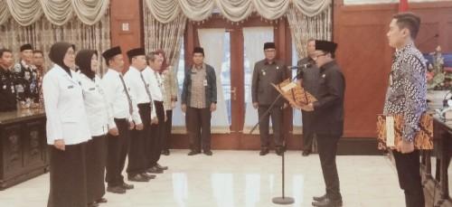 Pengukuhan 5 kepala sekolah di lingkungan Dinas Pendidikan Kota Malang. (Foto: Humas)