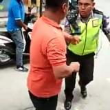 Viral, Oknum Polisi Diduga Hentikan Ambulan Pembawa Pasien Hanya Karena Suara Sirene Dinilai Berisik