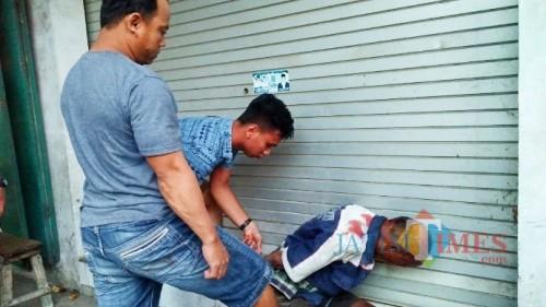 Ramdan, pelaku penganiayaan warga yang hendak BAB  di TPU Sobo sesaat usai di massa dan diamankan polisi