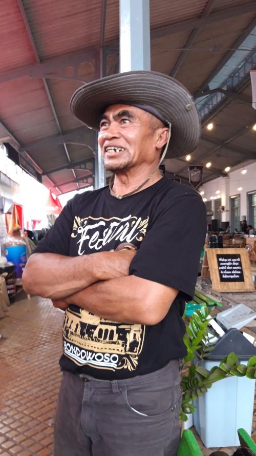 Foto muhlis/jatimtimes/ pak matt salah satu pengusaha kopi di fkn