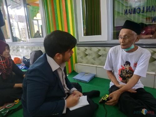 Proses kegiatan pengobatan gratis yang dilakukan Universitas Brawijaya di Masjid Baitul Makmur (Hendra Saputra)