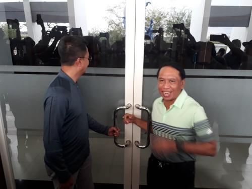 Baper Soal Bau Sampah, Pemkot Surabaya Halangi Menpora Masuk ke Stadion GBT?