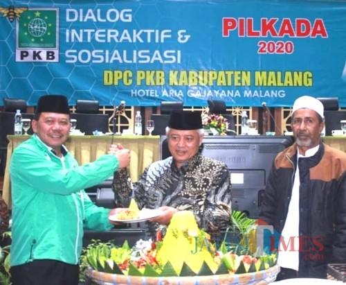 Gus Ali Ketua DPC PKB Kabupaten Malang (kiri) dan Sanusi Bupati Malang dalam acara sosialisasi dan konsolidasi Pilkada 2020 (@gusaliahmad)