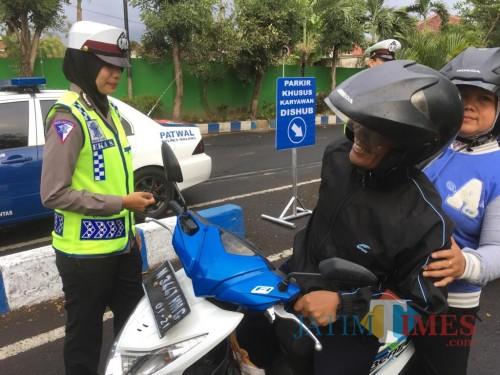 Petugas kepolisian saat menggelar operasi Zebra Semeru 2019 (Foto : Ashaq Lupito / MalangTIMES)