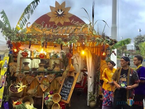 Salah satu booth Batu Street Food Festival 2019 di Balai Kota Among Tani beberapa saat lalu. (Foto: Irsya Richa/MalangTIMES)