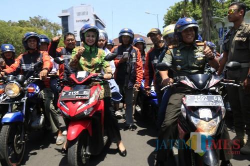 Bupati Jember dan Dandim pada acara launching angkutan gratis bagi pelajar (foto : lum lawalata / Jatim TIMES)
