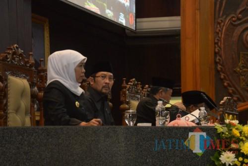 Gubernur Jatim Khofifah saat rapat paripurna.