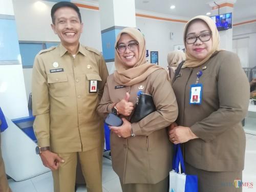 Kepala DPKPCK Kabupaten Malang Wahyu Hidayat (kiri) bersama Inspektur dan Kadispendukcapil (Nana)