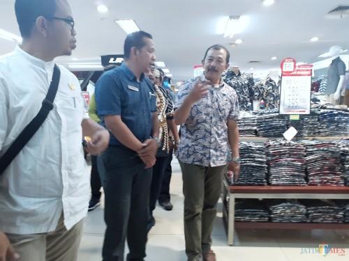 Suasana sidak Komisi B DPRD Kota Malang di Mal Ramayana Alun-Alun Kota Malang, Rabu (6/11). (Arifina Cahyanti Firdausi/MalangTIMES)
