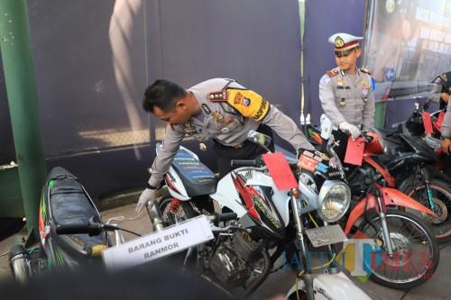 Operasi  Zebra Semeru 2019,  Polres Kediri  mencatat 3.205 pelanggaran. (Foto: Bambang Setioko/JatimTIMES)
