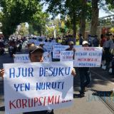 Tuntut Kejelasan Kasus ADD dan DD, Warga Desa Banjarsari Nekat Geruduk Kantor Pendopo Kabupaten Malang