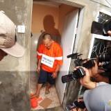 Adegan Rekronstruksi Ayah Tiri Bunuh Anak, Jadi Tontonan Warga
