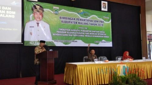 Bupati Malang HM. Sanusi saat memberikan sambutan dalam agenda pelatihan peningkatan kapasitas SDM pendamping PKH. (Foto : Ashaq Lupito / MalangTIMES)