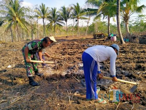 Serka Moch Nadjib mendampingi petani Desa Panggungrejo