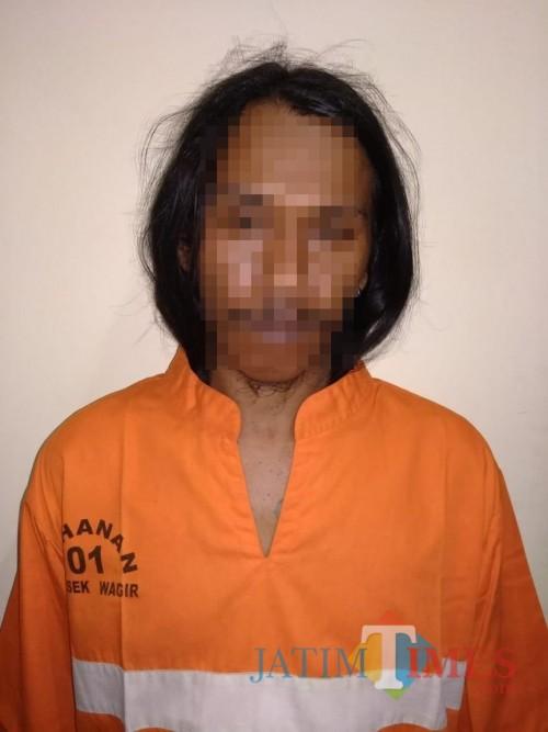 Tersangka Andik Sukoco alias Andik Gondrong saat diamankan polisi karena kasus penganiayaan (Foto : Humas Polres Malang for MalangTIMES)