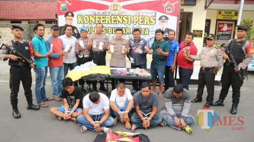 Kelima pelaku penipuan uang ratusan juta diringkus Polres Blitar Kota