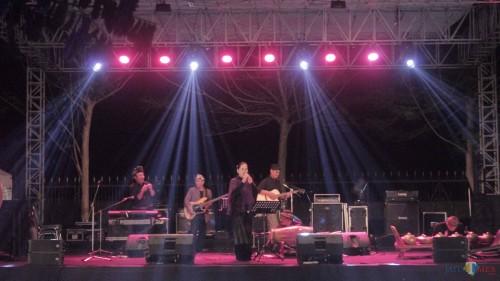 Penampilan musik keroncong membius para pengunjung Pekan Budaya Kabupaten Blitar.(Foto : Aunur Rofiq/BlitarTIMES)
