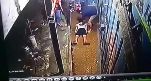 Potongan rekaman CCTV saat terjadinya penangkapan terhadap AE. (ist)