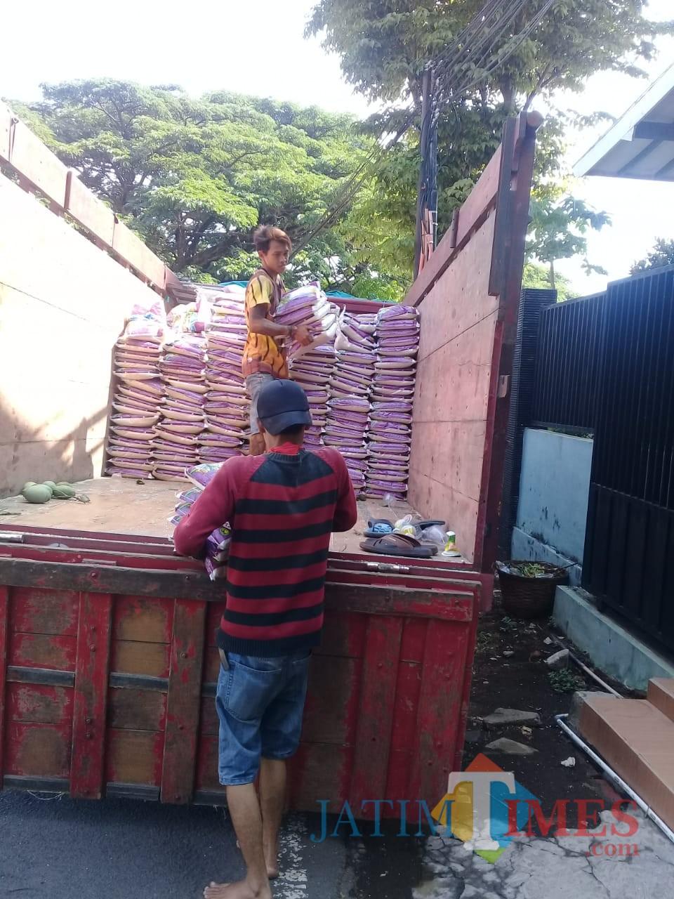 Potret beras rasda dari Dinsos untuk warga Kota Malang yang berhak menerima (Dinsos for MalangTIMES)