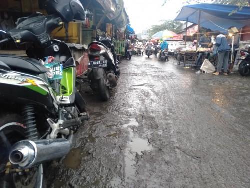 Sarana Jalan di Pasar Batu jadi Sorotan Masyarakat, Warganet: Seperti Wahana Trail