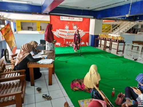 Salah satu peserta saat tampil dengan menghafal doa sehari-hari (Hendra Saputra)