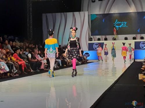 Fashion Show di penutupan Malang Fashion Week, Minggu(10/11) (Arifina Cahyanti Firdausi/MalangTIMES)