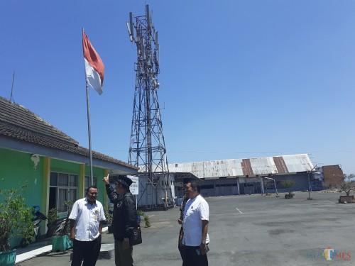 Komisi B DPRD Kota Malang saat meninjau keberadaan tower telekomunimasi di area Pasar Besar Kota Malang lantai 3, (Arifina Cahyanti Firdausi/MalangTIMES)